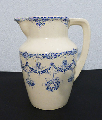 Pitcher of faience of H. Boulenger & Cie