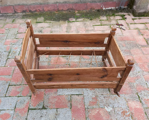 Baby cot of wood